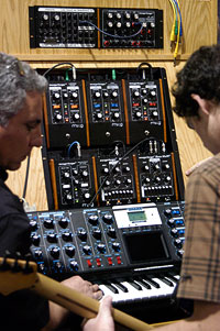 /images/journal06/NAMM2006/DSC_9229.jpg