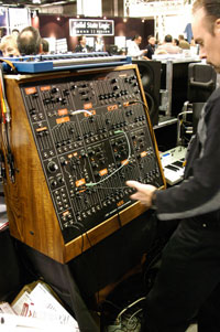 /images/journal06/NAMM2006/DSC_9309.jpg